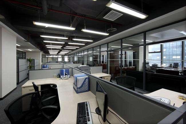 办公室中央空调进行安装